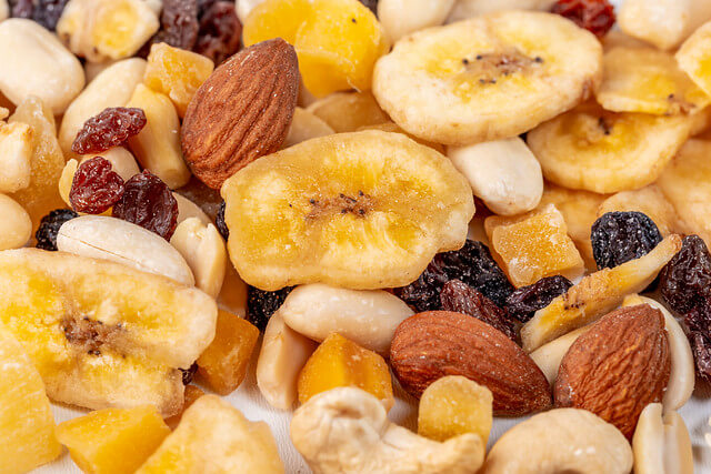 nuts almonds cashews bowl popcorn foods can help quit smoking